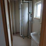 102脱衣室 洗面台 温水器 洗濯機置き場