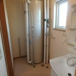 脱衣室 洗面化粧台 電気温水器